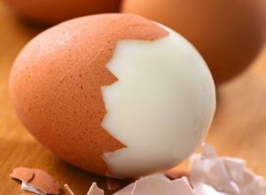 Read more about the article 10 Things That Happen To Your Body When You Eat Eggs