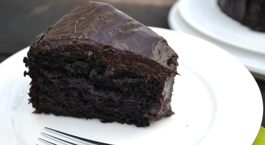 How to Make Chocolate Vegan Cake With Avocado Instead of Eggs and Butter