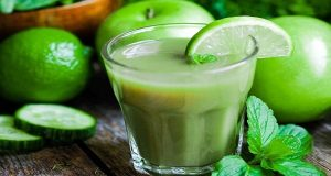 Read more about the article Drink This Before Going To Bed And Burn Stomach Fat Instantly