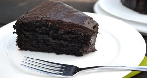 Read more about the article Mouthwatering Eggless And Butterless Avocado Chocolate Cake Recipe