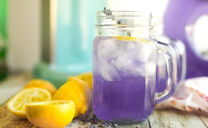 You are currently viewing How to Make Lavender Lemonade To Help With Headaches and Anxiety