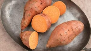 Read more about the article Sweet Potatoes Have Twice the Fiber, Twice The Calcium And Vitamin A Than White Potatoes
